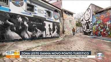 Viela em um bairro na Zona Leste vira ponto turístico depois da ação de grafiteiros - A viela fica no bairro Ermelino MatarazZo, na Zona Leste, que virou novo ponto turístico e agora é conhecida como Beco do Hulk e tem atraído muita gente para tirar foto.