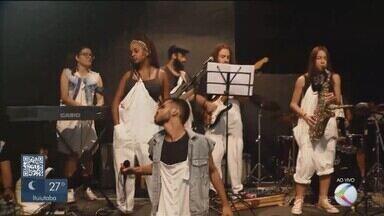 Grupos de teatro promovem espetáculos com preços acessíveis em Uberlândia - Circuito Independente do Teatro de Uberlândia (Citu) apresenta peças sempre nos três primeiros finais de semana de cada mês na Escola Livre do Grupontapé de Teatro.