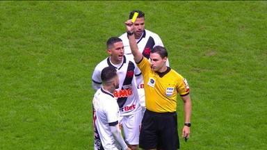 VAR rouba a cena no jogo de Vasco x Grêmio - VAR rouba a cena no jogo de Vasco x Grêmio