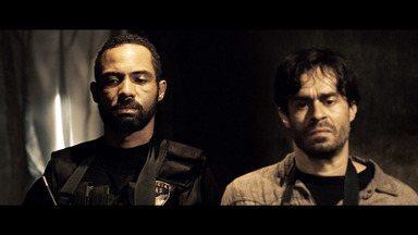 Episódio 2 - A DAAS invade a favela onde está o cativeiro de Camila. Durante o embate, Santiago negocia com os traficantes, mas nem tudo sai como o esperado.