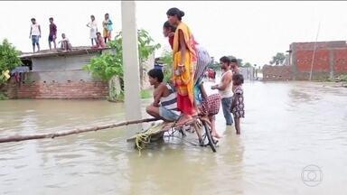 Mau tempo provoca estragos na Ásia - A situação é pior no Nepal, onde já foram confirmadas 55 mortes, causadas principalmente pelas enchentes. Na Índia, os rios também estão transbordando.