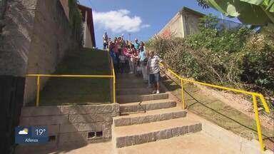 MG Móvel acompanha entrega de obra em Caeté - Moradores da rua Margarida reivindicavam a construção de uma escadaria, instalação da rede pluvial e a pavimentação da via. Prefeitura cumpriu o prometido e entregou todas as obras.