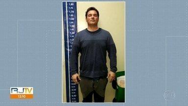 Advogado que financiava quadrilha que vende imóveis ilegais na Muzema se entrega - Fábio Fontana Castro se entregou na noite desta quarta-feira (17) na Delegacia de Repressão ao Crime Organizado.