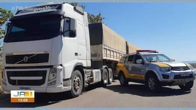 Caminhão com sinais de adulteração avaliado em R$ 400 mil é recuperado pela PM - Caminhão com sinais de adulteração avaliado em R$ 400 mil é recuperado pela PM