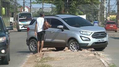 Motoristas e motociclistas são flagrados cometendo infrações em São José de Ribamar - Flagrantes são de motoristas passando por cima do canteiro central e fazendo retornos proibidos em avenidas movimentadas da região.