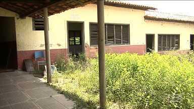 Prédio que funcionava escola pública em Santa Inês está abandonado - Estrutura do prédio está se deteriorando com o passar do tempo e tem sido alvo de vândalos.