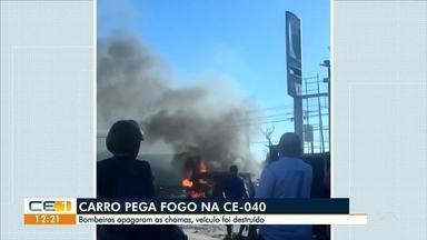 Carro pega fogo na CE-040 - Saiba mais em g1.com.br/ce