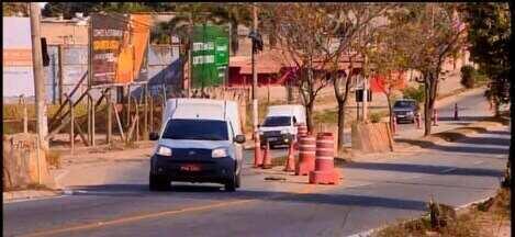 Obras paradas e atrasadas na MG-050 têm gerado transtornos em Divinópolis - Moradores do Bairro Padre Libério acionaram o Ministério Público com medo de novos alagamentos. O MG1 entrou em contato com a Nascentes das Gerais.
