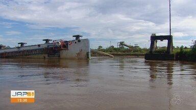 Nunca usado, porto flutuante de R$ 500 milhões vira risco para embarcações no rio Amazonas - Estrutura foi trazida para escoar produção de minério de ferro após o desabamento do porto em Santana, em 2013.