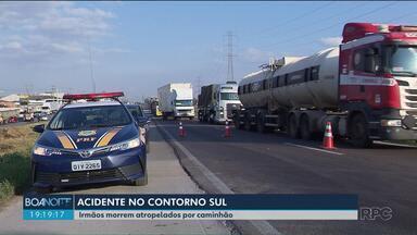 Irmão morrem em acidente no Contorno Sul de Curitiba - Eles foram atropelados por um caminhão.