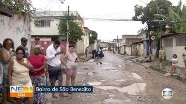 Buracos e escuridão dificultam acesso à rua em Olinda onde fica o Terreiro de Xambá - Na Rua Severina Paraíso, no bairro de São Benedito, também há valas abertas e galerias entupidas.