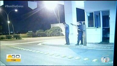 Mãe de porteiro morto por causa de bolinha de papel disse que 'está confiante' na justiça - Réu é vigilante que trabalhava com a vítima, e câmeras de segurança flagraram o crime.