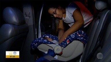 Uso de cadeirinha diminui riscos no trânsito - Segundo especialistas, dispositivo aumenta segurança de crianças