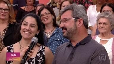 É namoro ou amizade? Convidados comentam história da plateia - Gisele e Marcos saem juntos há mais de um ano, mas ainda não se consideram namorados