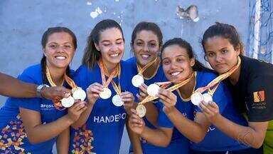 Handebol feminino do Granbery se prepara para disputa do Jemg em Uberlândia - Meninas de Juiz de Fora foram campeãs na etapa regional