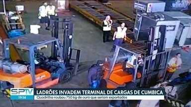 Ladrões invadem terminal de cargas de Cumbica e roubam 750 kg de ouro - Bandidos fortemente armados roubaram na tarde desta quinta-feira (25) 750 quilos de ouro do terminal de cargas do Aeroporto de Guarulhos. Disfarçados de policiais federais, os sete assaltantes fugiram em duas viaturas clonadas.