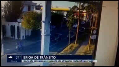 Câmera flagra motociclista sendo atropelado e motorista fugindo em Araxá - Segundo a Polícia Civil, o acidente ocorreu após um desentendimento.