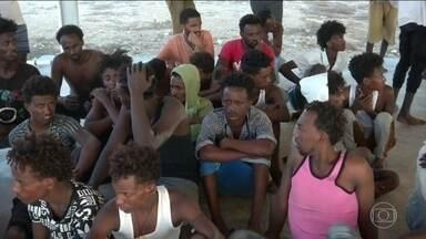 Naufrágio perto da Líbia pode ser pior com refugiados registrado este ano no Mediterrâneo - Segundo a ONU, 147 passageiros foram resgatados de volta à Líbia. Um dos sobreviventes relatou que um grupo de aproximadamente 150 pessoas morreu no mar.