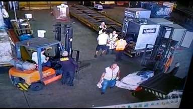 Polícia ouve testemunhas do assalto que levou 750 kg de ouro do aeroporto de Guarulhos - Jornal da Globo mostra o que já se sabe sobre um dos maiores assaltos da história do Brasil.