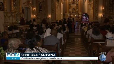 Missa em Nazaré celebra o dia de Senhora Santana, avó de Jesus e padroeira dos professores - A Paróquia Santíssimo Sacramento e Sant'Ana celebrou a data na noite de sexta-feira (26)