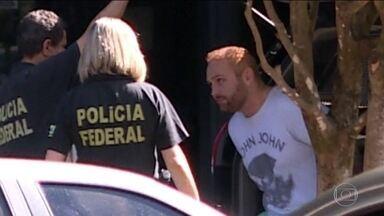 Hacker confessou ter sido autor da invasão dos celulares; relembre - Walter Delgatti Neto contou à PF que a ex-deputada do PCdoB Manuela d'Ávila foi a intermediária de seu contato com Gleen Greenwald. Manuela confirmou.