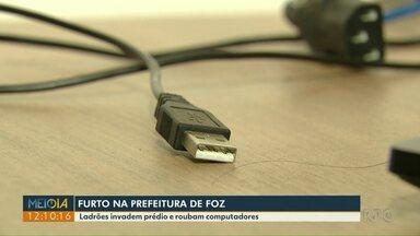 Ladrões invadem prédio da prefeitura de Foz do Iguaçu - Eles roubam computadores.
