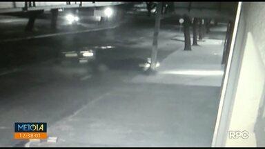Vídeo: carro derruba parede de academia na av. Colombo - Colisão aconteceu na madrugada de hoje.