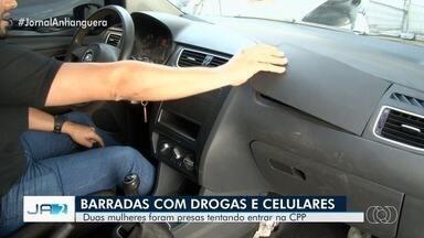 Namoradas de presos são suspeitas de aliciar mulheres para levar drogas e celulares à CPP - Vídeo mostra quando policiais acham droga em 'compartimento secreto' no carro de uma delas. Segundo a polícia, elas escondiam objetos nas partes íntimas para entrar em presídio.