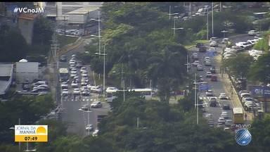 Acidentes deixam o trânsito lento em vários pontos da capital baiana nesta quarta-feira - Um engavetamento com quatro veículos foi registrado na BR-324, sentido Salvador.