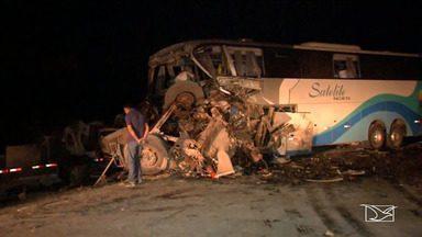 Ônibus que saiu de Imperatriz colide contra carreta na BR-163 em Diamantino - Ao todo, quatro pessoas morreram e 32 ficaram feridas.