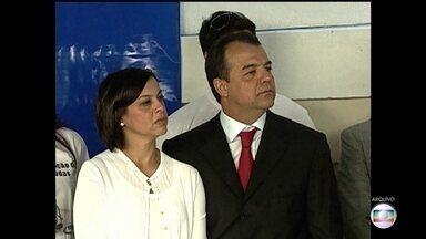 Quarenta joias da ex-primeira-dama do Rio, Adriana Ancelmo, vão a leilão em agosto - Joias estão avaliadas em mais de 450 mil reais. Defesa disse que vai provar inocência de Adriana Ancelmo