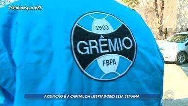 Em Assunção, Grêmio está por todos as partes da capital do Paraguai - Futebol é artigo popular na região.