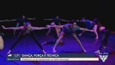 Espetáculo de dança é promovido no Teatro Municipal de Santos, SP - Parte da renda arrecadada com apresentação será destinada a Casa da Vó Benedita.
