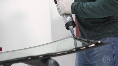 Cola química substitui solda na construção dos carros - Material é mais leve e possibilita criatividade no desenho.