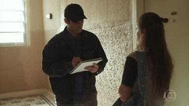 Góis entrega um número de telefone para Anjinha - Ele pede que a menina passe o número para Marco e mantenha segredo sobre o encontro