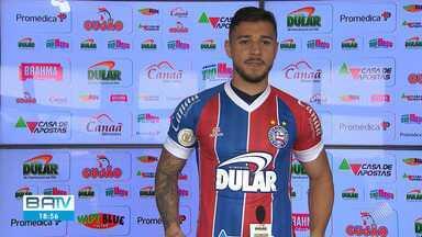 Bahia apresenta lateral João Pedro como mais novo reforço da equipe - Jogador chegou nesta quarta-feira (7) e fica no tricolor, emprestado, até o final de 2020.