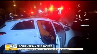 Duas pessoas ficaram feridas em acidente na Epia Norte - A batida foi no sábado (10), em frente à Água Mineral. A motorista e a passageira de um dos carros foram transportadas com ferimentos leves para o Hospital de Base. No Buraco do Tatu, motorista bêbado provocou acidente.