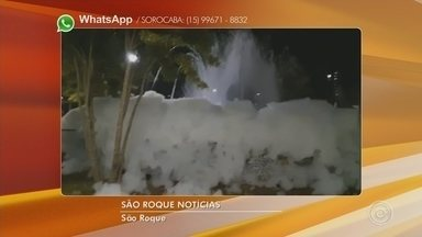 Fonte de praça amanhece coberta por espuma em São Roque - A fonte da Praça da República, no Centro de São Roque (SP), amanheceu neste domingo (11) coberta por espuma.