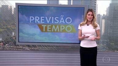 Previsão do tempo: Região Sul tem alerta de temporais para esta segunda-feira (12) - Uma frente fria vai provocar chuva forte no Rio Grande do Sul e em parte de Santa Catarina. Pode ventar bastante em parte do Paraná e de Mato Grosso do Sul. O tempo fica firme no Centro-Oeste, no Sudeste e em parte do Norte.