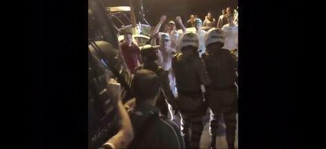 Torcida da Chapecoense protesta contra má fase - Torcida da Chapecoense protesta contra má fase