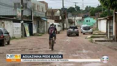 Moradores cobram calçamento em rua de Olinda - Buracos e lama dificultam o deslocamento na Rua 2 de Fevereiro, no bairro de Aguazinha.