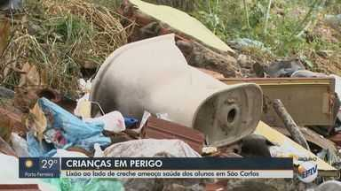 Lixo em terreno baldio ao lado de creche ameaça saúde de crianças em São Carlos - Prefeitura informou que técnicos constataram que a área não é licenciada como bolsão de entulho e que a limpeza da área está dentro da programação.