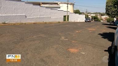 Morador enfrenta dificuldades devido a buracos nas ruas de Presidente Venceslau - Fronteira Notícias foi até a cidade conferir como está o asfalto.