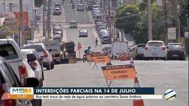 Rua 14 de Julho tem interdição parcial para obras na rede de água - Concessionária diz que medida é para evitar perda no fornecimento