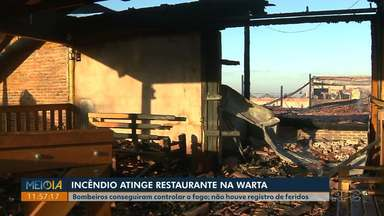 Incêndio destrói restaurante no distrito da Warta, investimento era de mais de R$ 1 milhão - O empreendimento era recente e o dono ainda não havia contratado um seguro. O fogo começou por volta das 5 horas da manhã desta segunda-feira (12).