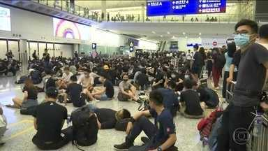 Aeroporto de Hong Kong cancela todos os voos - Manifestantes ocuparam o local pelo quarto dia seguido