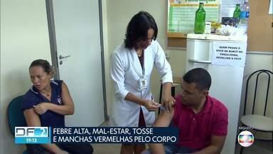 Casos de sarampo são investigados no DF e secretaria reforça vacinação - De acordo com a Saúde, 84% do público-alvo já foi vacinado. Meta é alcançar 95%.