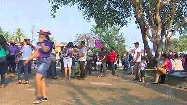 Estudantes e professores realizam manifestação em prol da educação pública - Manifestantes se reuniram na Praça das Três Caixas D'água em Porto Velho
