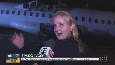 Avião que chamou atenção de moradores nas ruas de BH chega ao destino final - Carcaça de aeronave foi puxada por trator na Região da Pampulha.