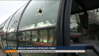 Briga de torcedores danifica estação-tubo - A confusão foi ontem (13) antes do jogo do Coritiba.